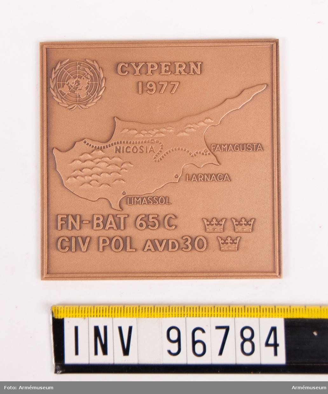 Plakett i brons för Plakett för FN-BAT 65 C CIV POL AVD 30 Cypern 1977.