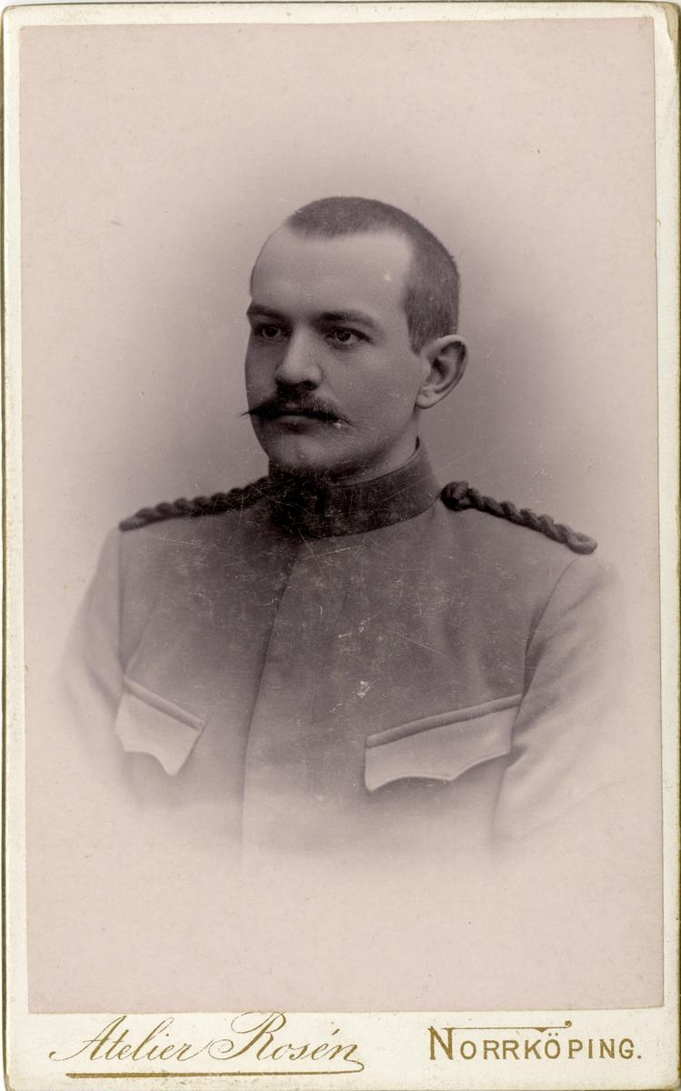 Porträtt av Otto Emil Lind, löjtnant vid Fortifikationen.