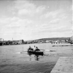 """Vardens arkiv. """"Roklubben i Porsgrunn"""" 24.04.1954"""