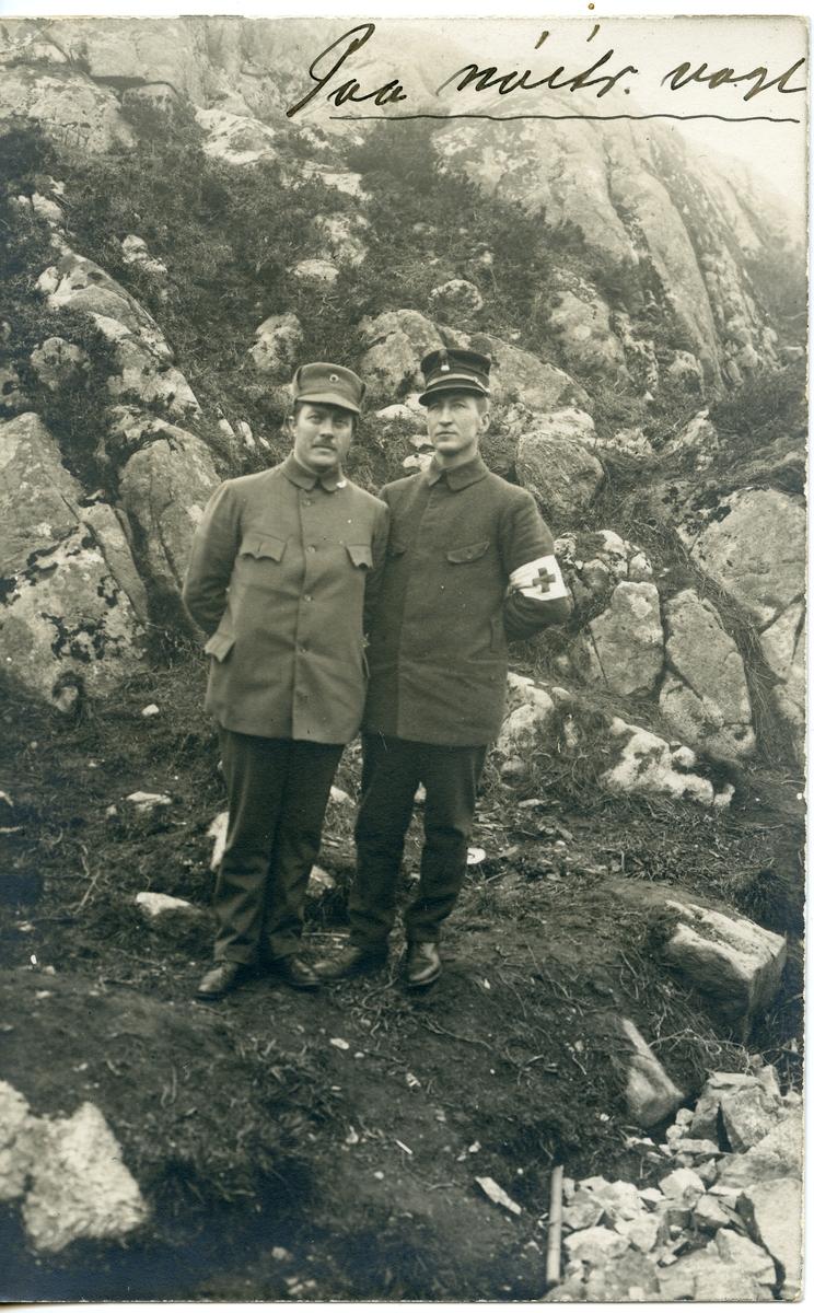 Prospektkort av Bøye Høverstad. På militærvakt.