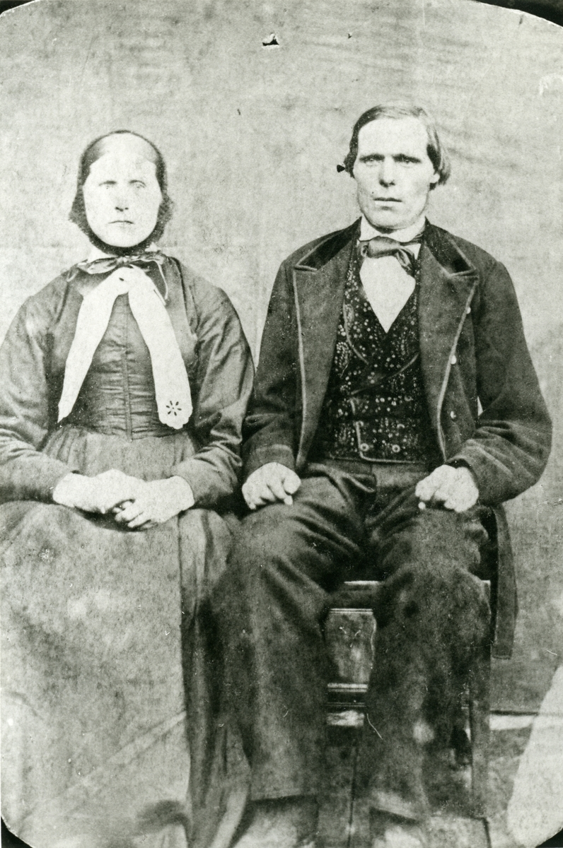 Portrett av Ola Hermannson Hølersetre og hans kone Marit Tåmåsdatter, f. Langedrag.