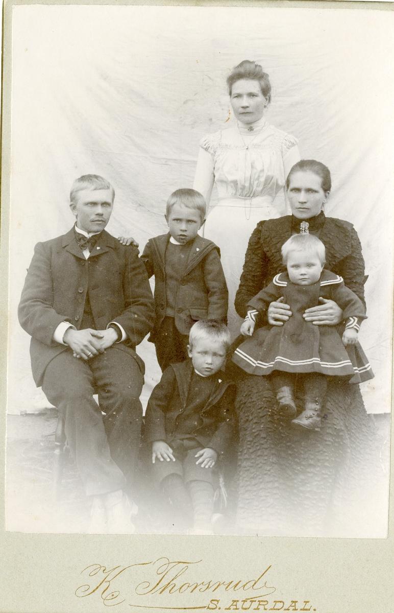 Portrett av Martin Hagene Granheim med familie.