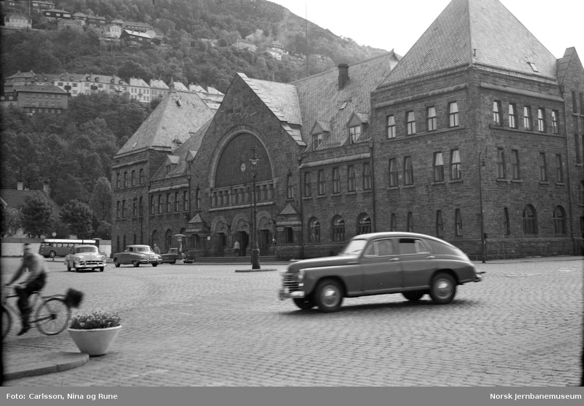 Bergen stasjonsbygning, bysiden
