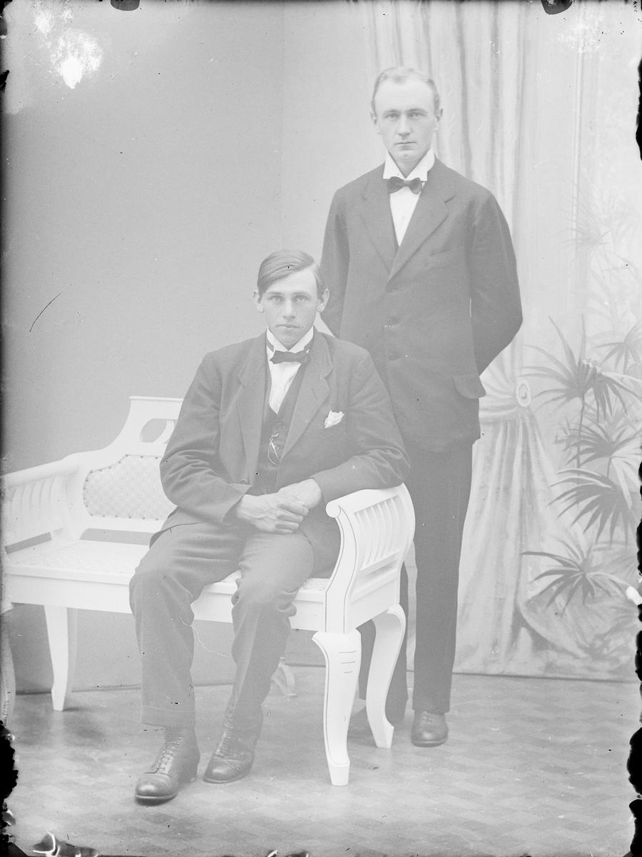 Ateljéporträtt - två män, Alunda, Uppland