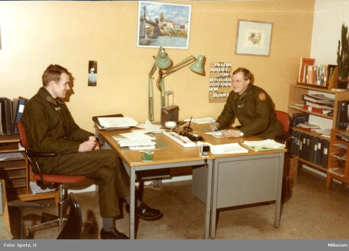 Westholm, Vide, major och Jan Knutsson, kapten. Befälsrum, 5.Komp. A 6.