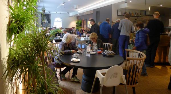 Cafe Victoria gjester. Foto/Photo