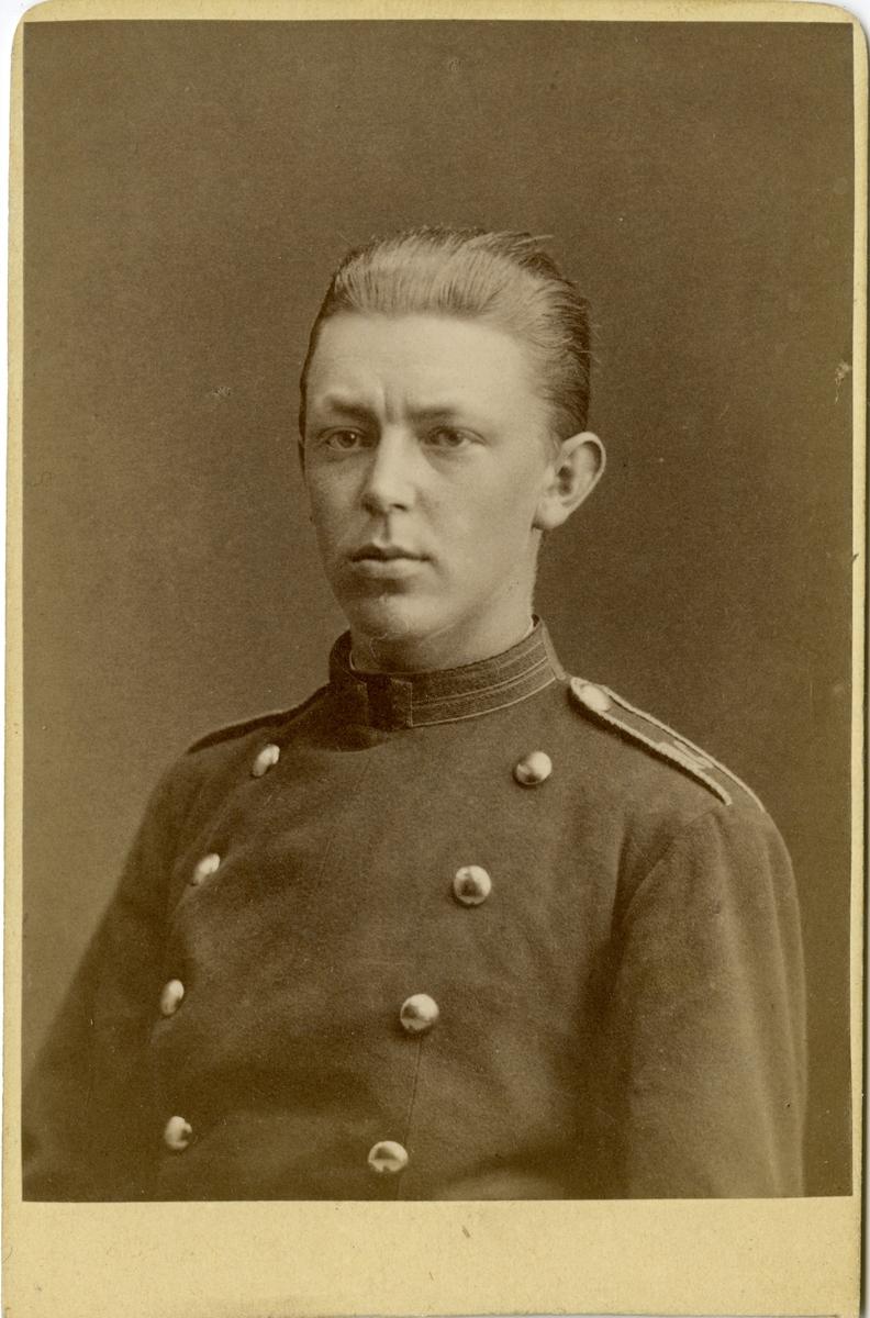 Porträtt av Åke Axelsson Natt och Dag, underlöjtnant vid Västgöta regemente I 6. Se även bild AMA.0006715.