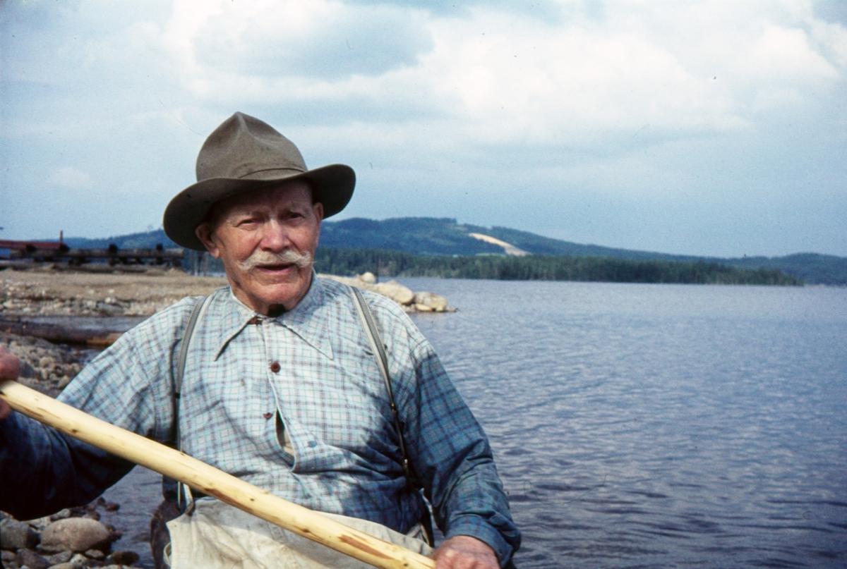 Nitahå-Jussi på tømmerstokken