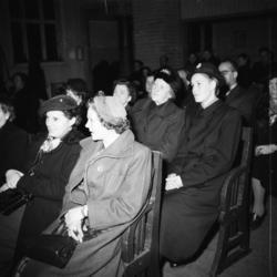 "Vardens arkiv. ""Foreldremøte på Lunde skole""  18.02.1954"