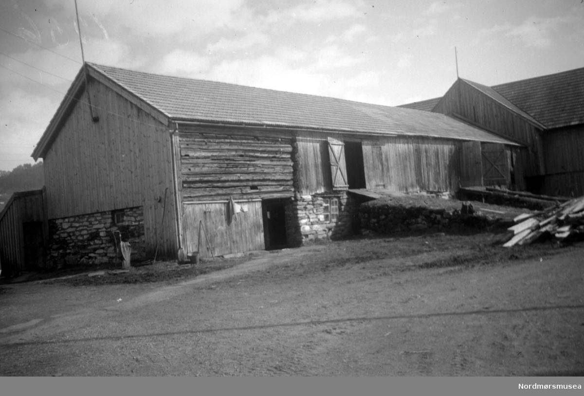 Låven på Oppigård Sylte i Surnadal kommune. Se Yderstads notater, bind 8 side 215. Nordmøre Museum