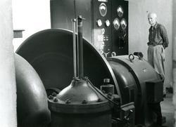 Deler til maskin ved kraftstasjon. bilde er tatt av Thorbjø