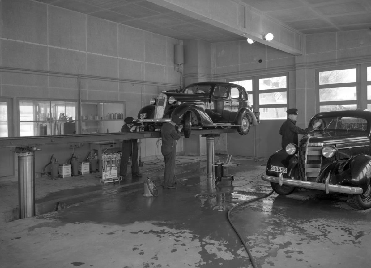 Standard bensinstation, med varumärket Esso, år 1937. Macken finns kvar vid Nobelkorset, nu under namnet Statoil.