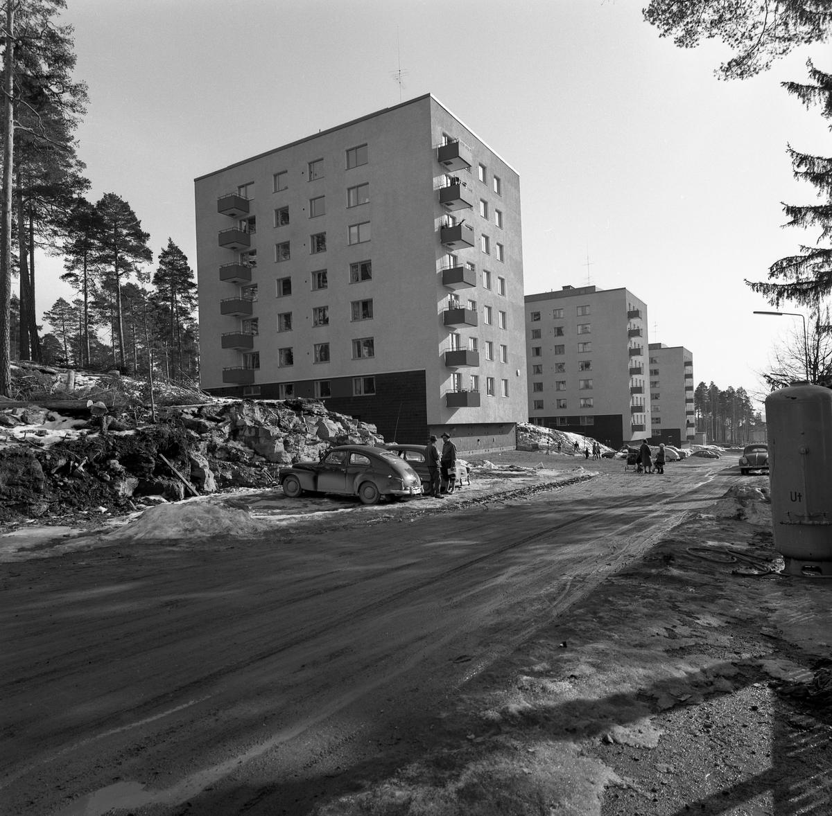 Punkthusen längs Styckåsen våren 1960.