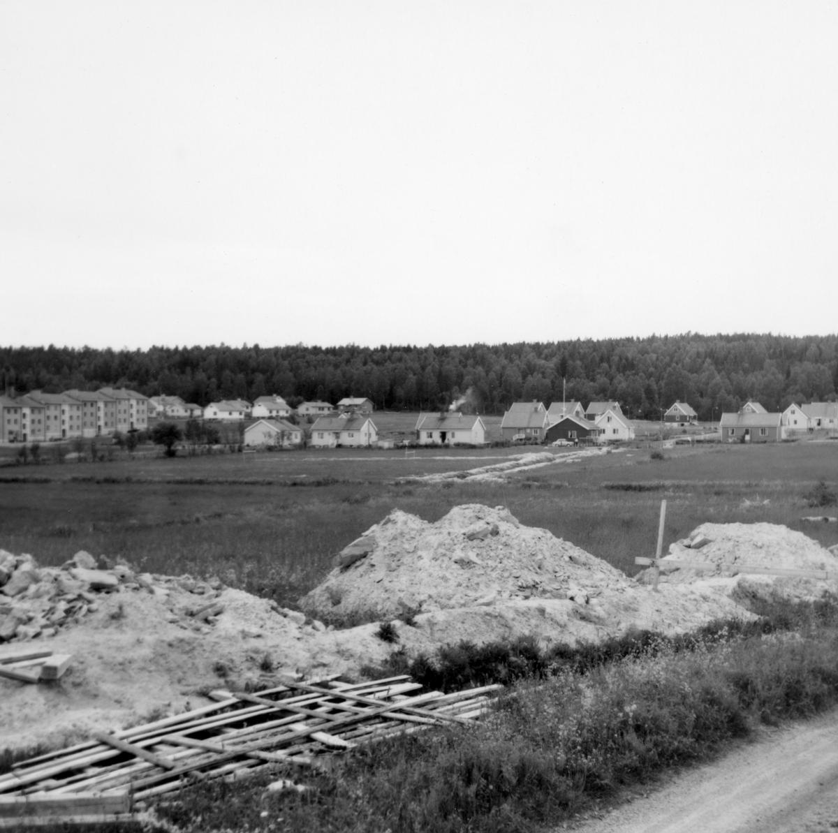 Någonstans i Värmland - från slutet av 1950-talet: Forshaga. Lämna gärna en kommentar om du vet något om bilden.