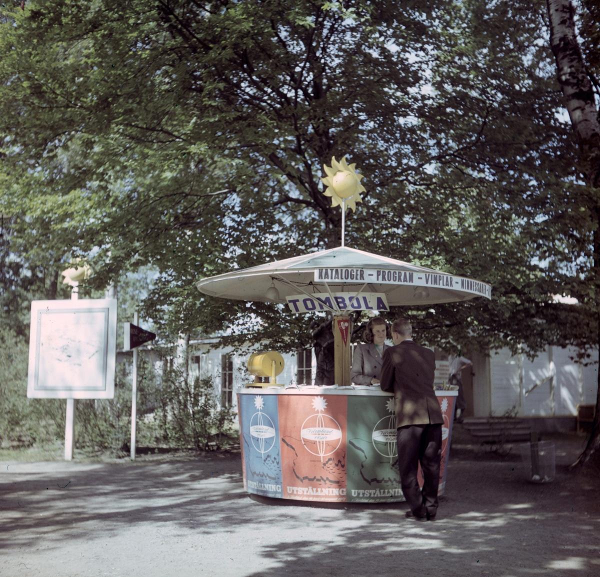 """Färgbild från Utställningen """"Värmland Visar"""" år 1947 i Stadsträdgården, Vänershov. Utställningen invigdes den 19 juni."""