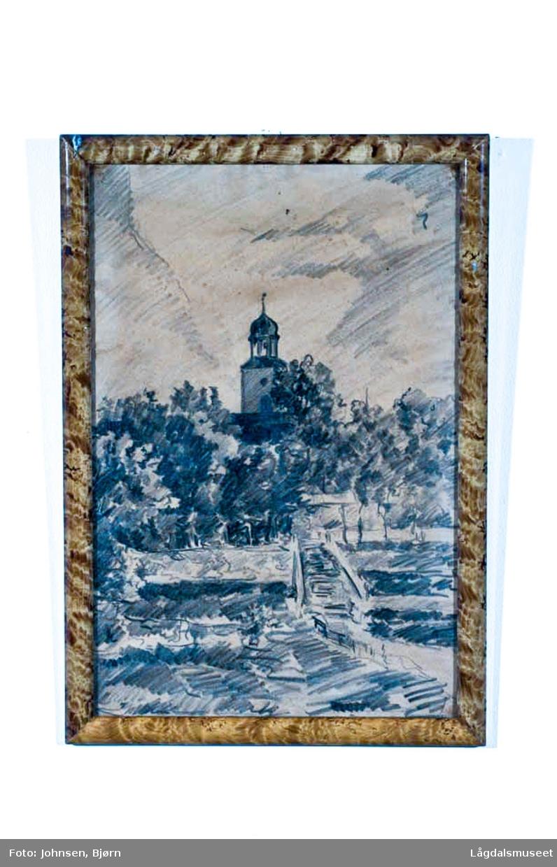 Motivet viser Kongsberg kirke og tjensganga.