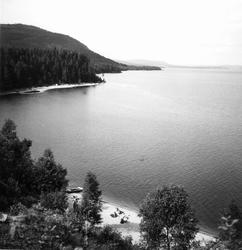 Orbaden vid Orsjön. Åsberget i fonden.