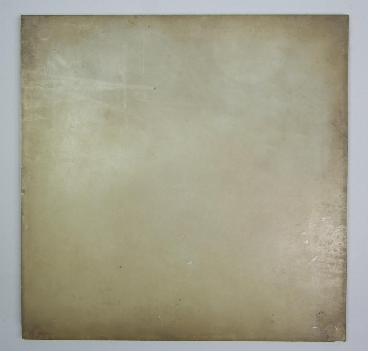 Glasskiva, kvadratisk, halvgenomsiktlig, för rivning av färg.