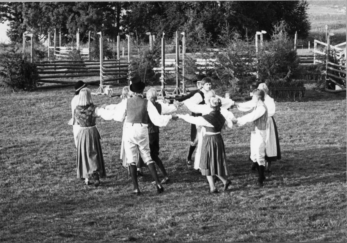 Folkdansuppvisning vid VM i Modern femkamp, Jönköping.