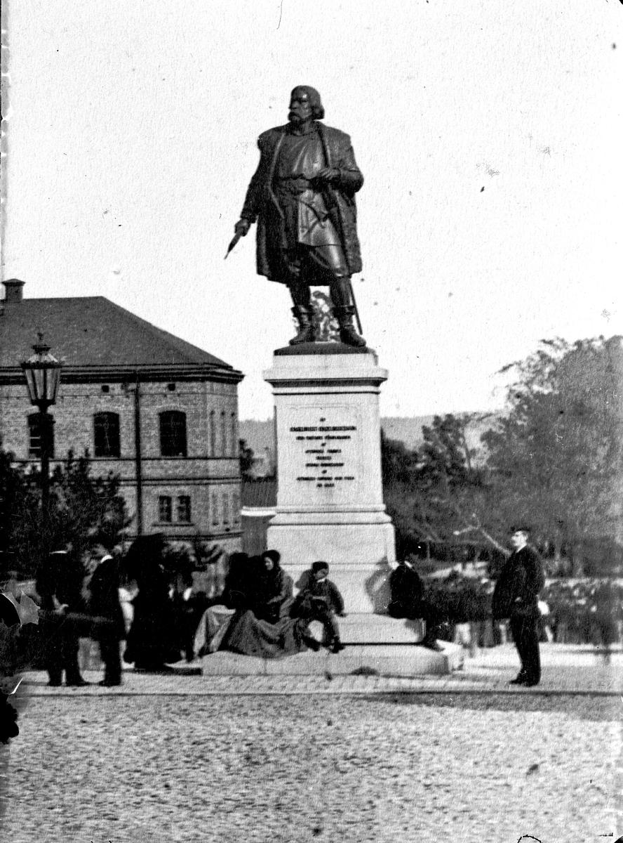 Engelbrektsstaty i Örebro. Fotograf KJ Österberg.