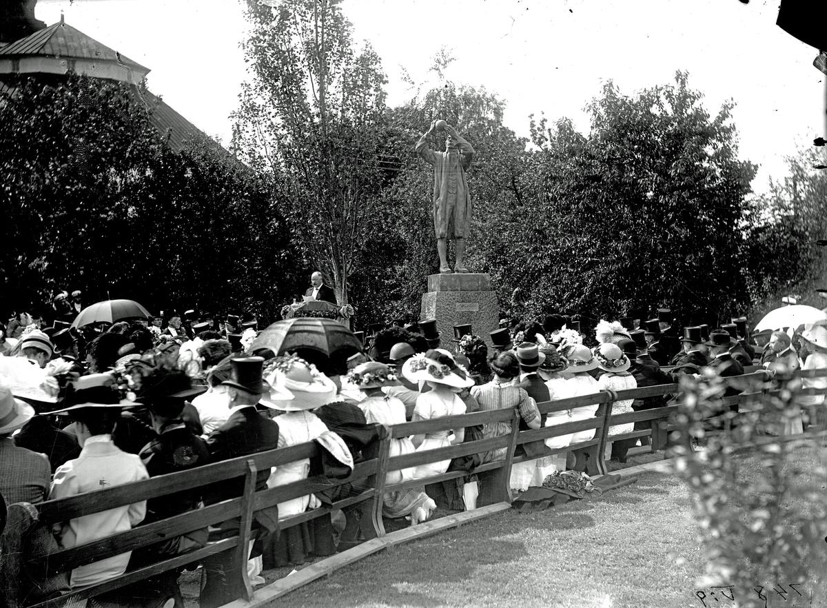 Scheelestatyns invig¬ning 1912 Scheelestatyns invig¬ning 1912 Scheelestatyns invig¬ning 1912