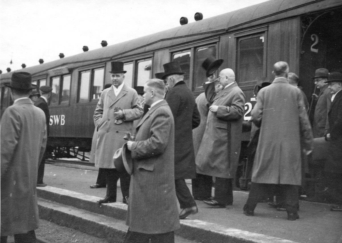 Scheelejubileet 1936.Gästerna hälsas välkomna vid tåget.