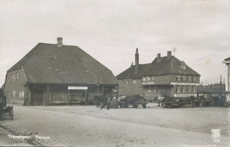 Det Nordenfjeldske Dampskibsselskabs pakkhus og Tavern