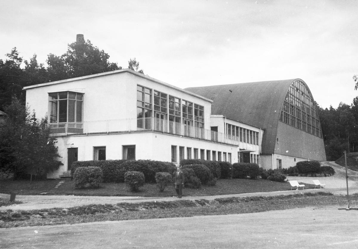 Bosön. Riksidrottsförbundet, idrottsfolkhögskola. Bilden ingår i ett fotoalbum.