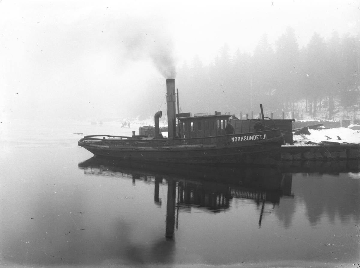 "Bogserbåten ""Norrsundet II"", vinterbild."