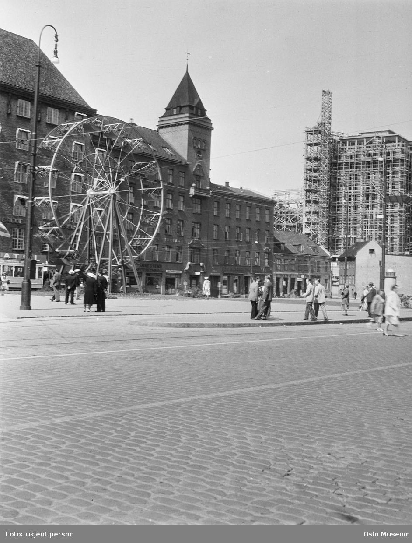 torg, mennesker, gateliv, pariserhjul, forretningsgårder, Hotell Viking, byggevirksomhet