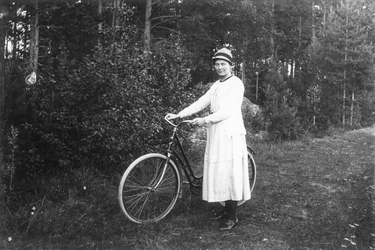 Skinnar-Brita (Persson). Hon var mor åt Jonas, som blev känd som tävlingscyklist under namnet Cykel-Jonas.