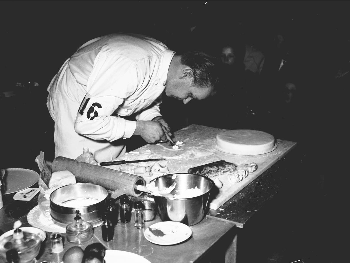 Hantverkstävling på Rotundan den 2 april 1950. Konditorier