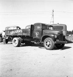 Bil o Traktor, skadad lastbil. Juli 1950. International, år
