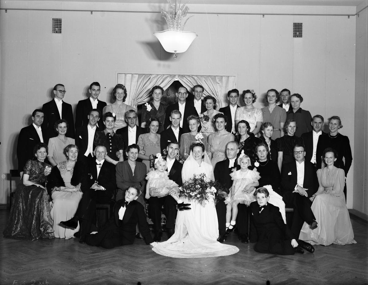 Brudparet Sten Virving med släkt och vänner på Baltic. Den 21 oktober 1941.