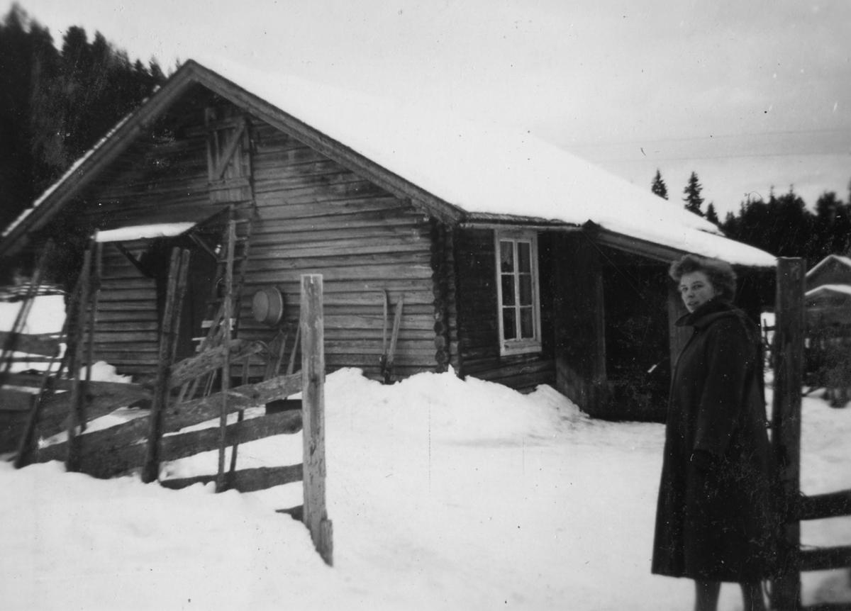 Olga Halvorsen ved Myrbakken,1960