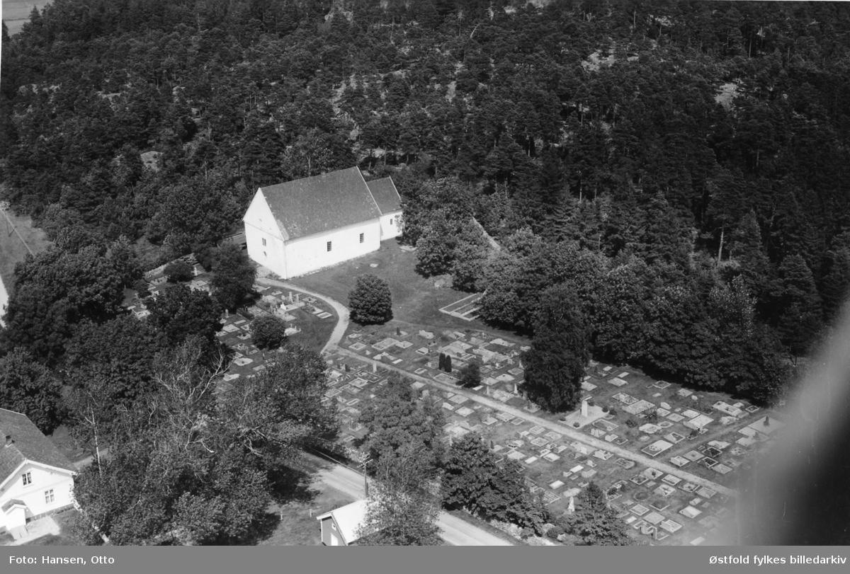 Hvaler kirke på Kirkeøy, flyfoto 19. august 1952.
