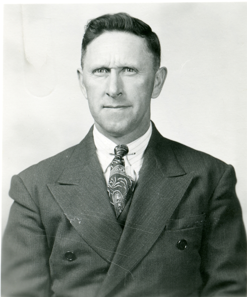 Thorvald Ruste.