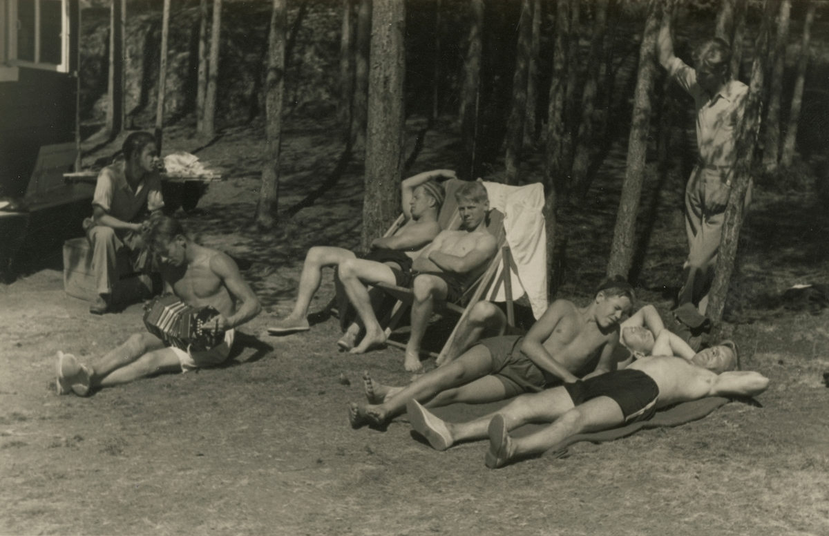 Rest during training at Ruudhytta cabin