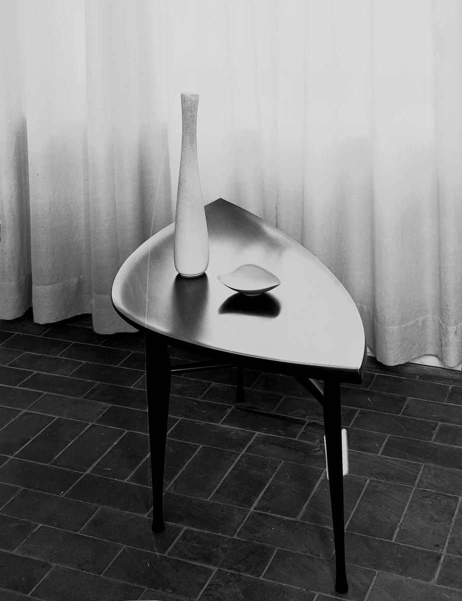 GÄVLE PORSLINSFABRIK Prydnadssaker. Lillemor Mannerheim. 26 februari 1955
