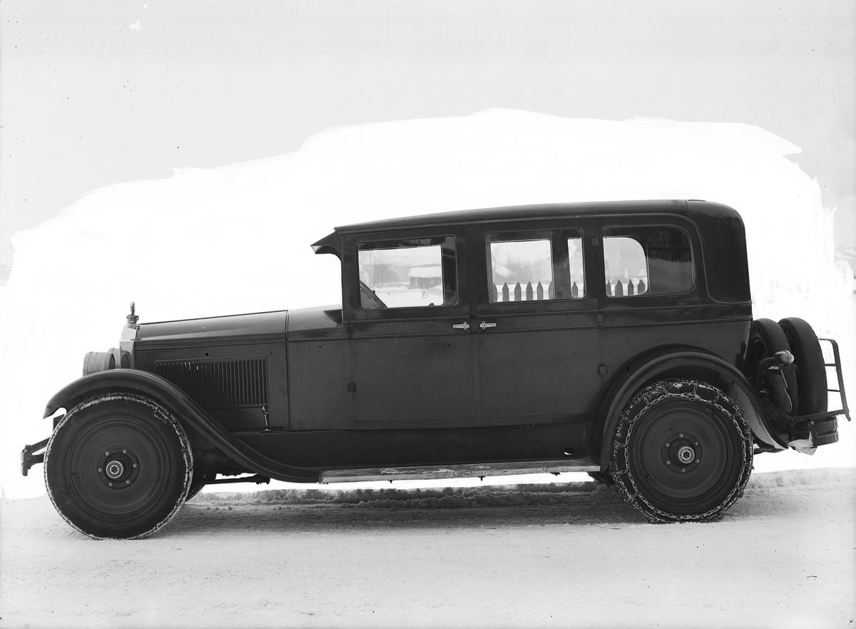 Bil med snökjedjor, en 1928 Packard.