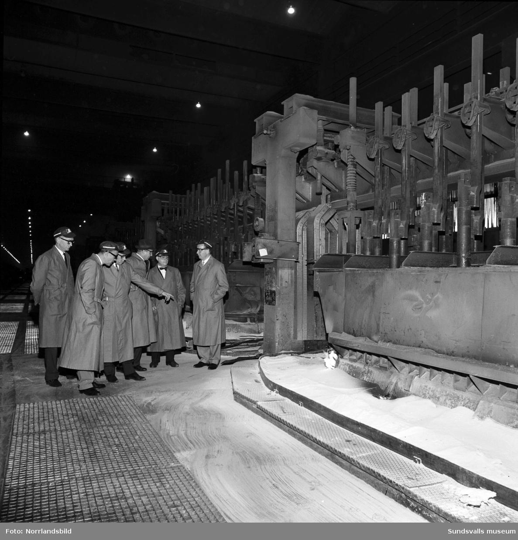 Interiörbilder från verksamheten vid Aluminiumkompaniet.