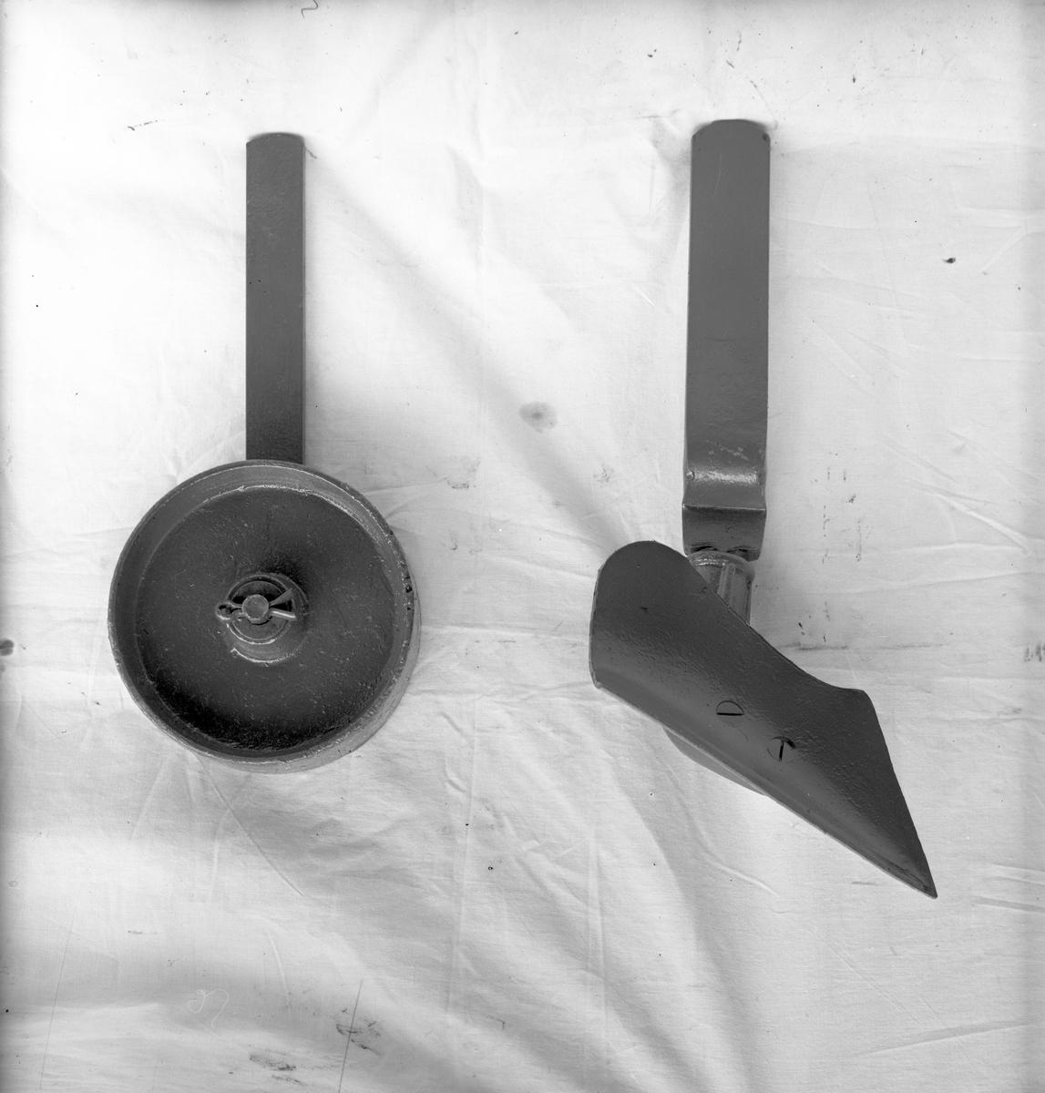 Åkerredskap. 27 april 1945. Åkeredskapsfabriken P.J. Wickholm, Ockelbo.