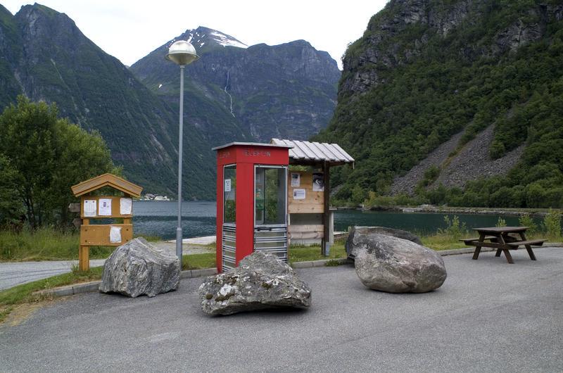 Røde telefonkiosker. RIKS Bjørke