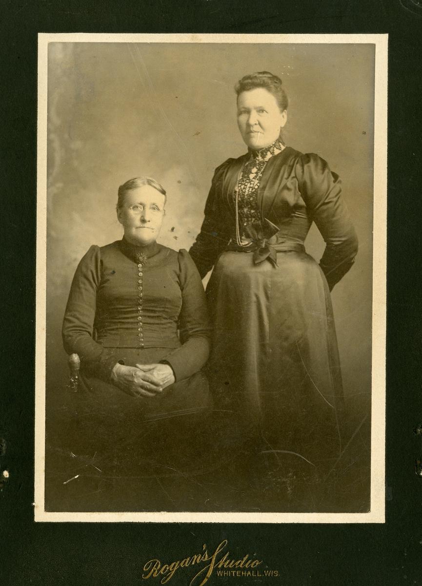 Kari Wold og Tonette Knatvold, Minnesota. Begge født Bang (Tamburgarden).