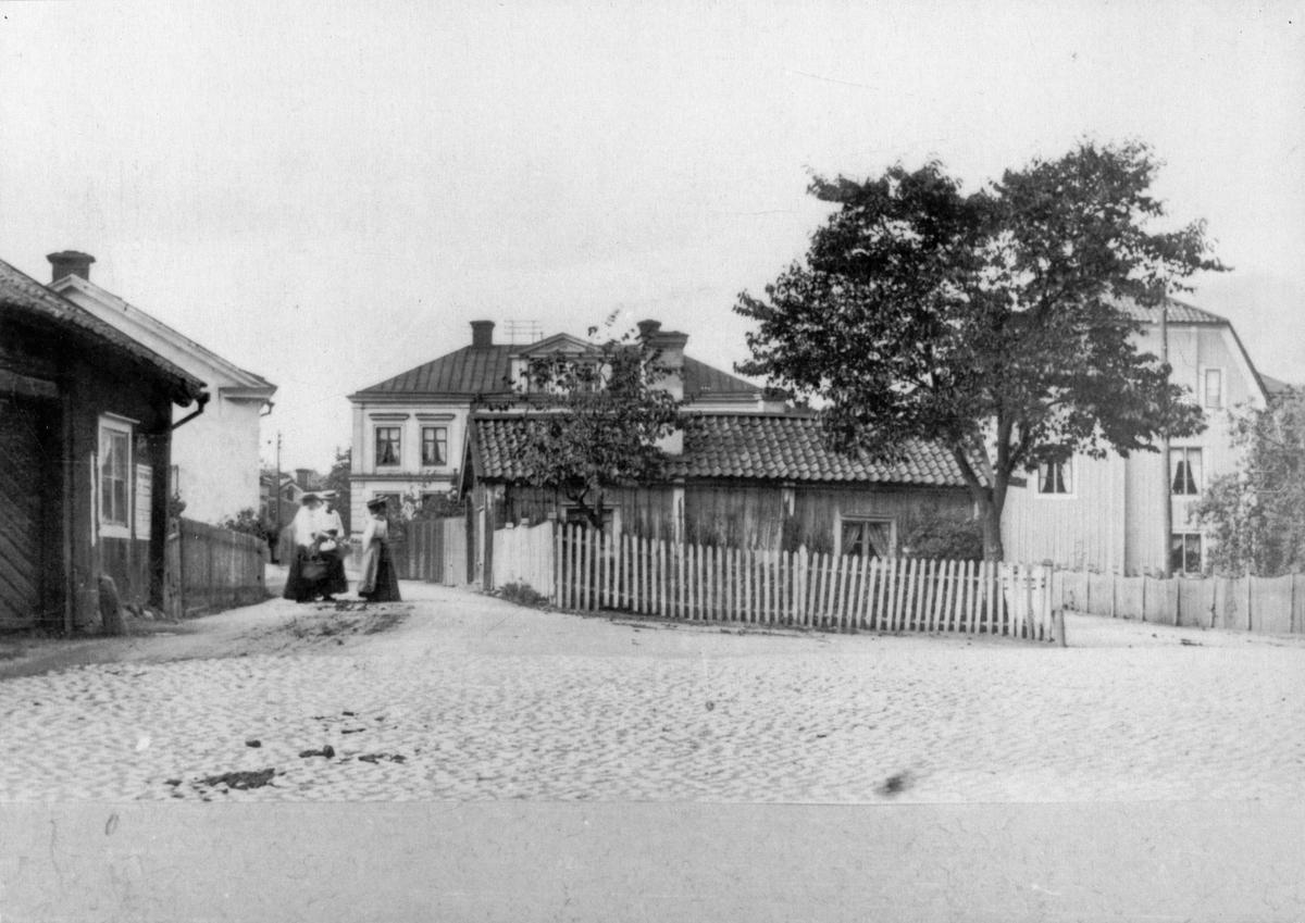 Lindells gård och gaveln på Lewenhaupts hus