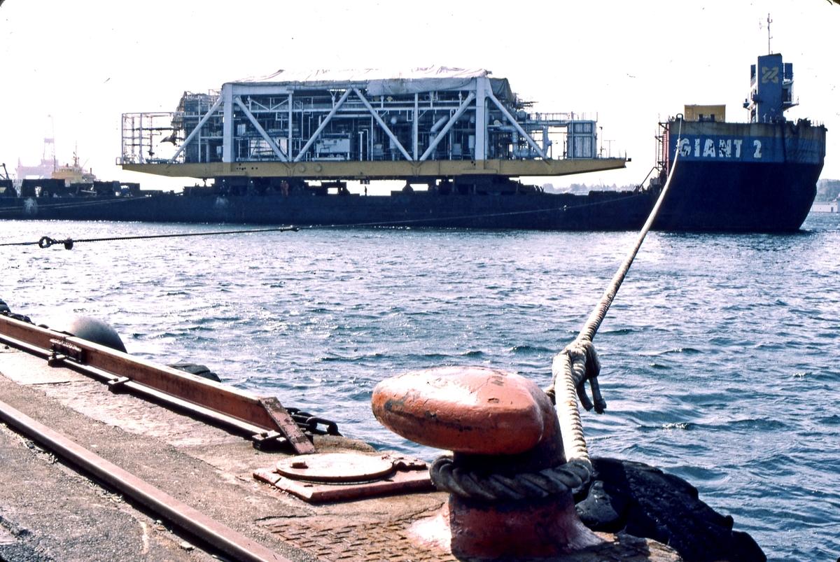 """HMV. Modul under transport ombord på """"Giant 2""""."""