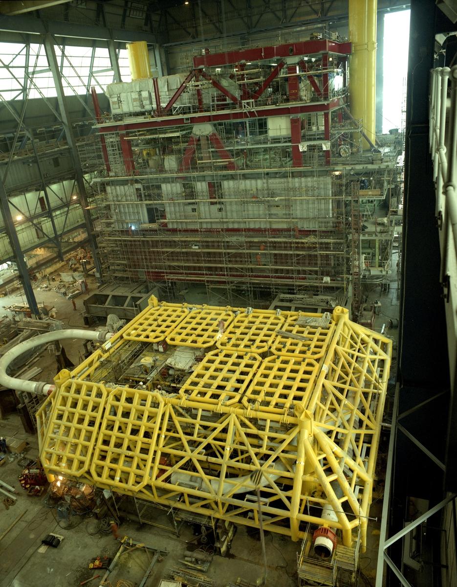 H.M.V Gitterkonstruksjon under montering i Nordsjøhallen.
