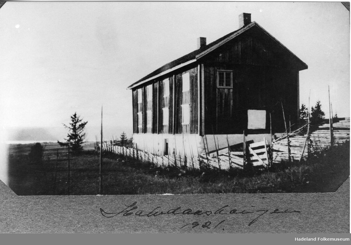 Grinakerbygningen på Halvdanshaugen, Hadeland Folkemuseum
