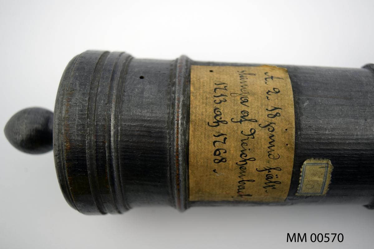 Eldrör, sjökanon av Titl Reichenbach, år 1713 - 1768. Modell av trä.