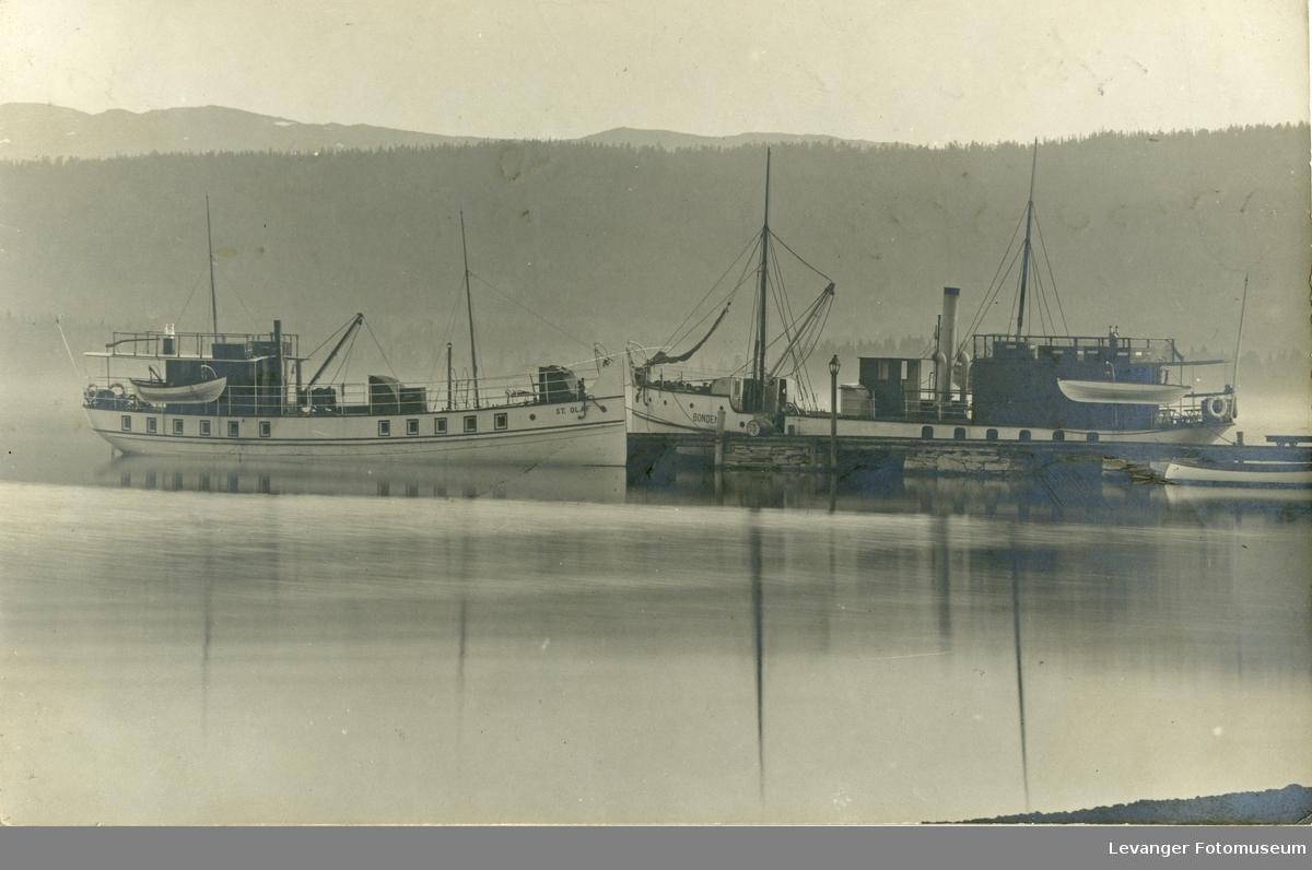 Postkort med motov av fiskebåter.
